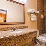 標準客房, 1 張加大雙人床, 吸煙房, 冰箱 - 浴室