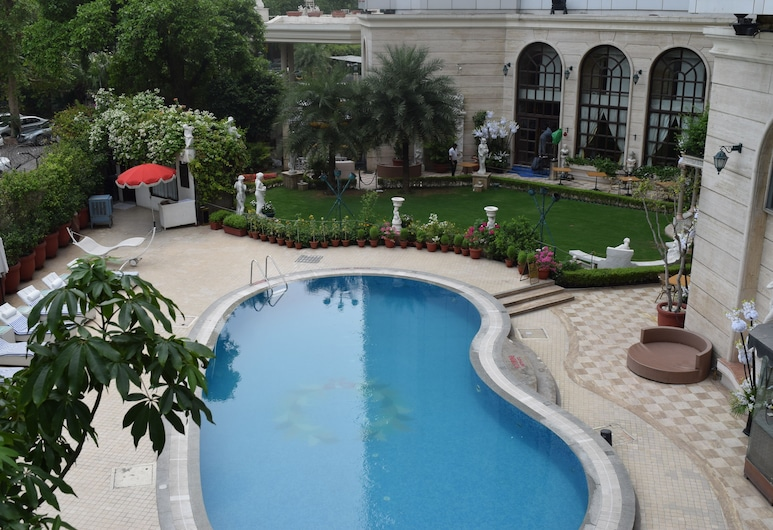 Hotel The Royal Plaza, New Delhi, Outdoor Pool