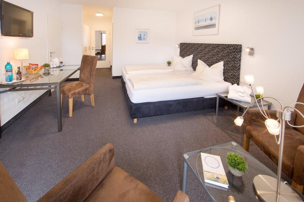 غرفة مريحة - بشرفة - منطقة المعيشة