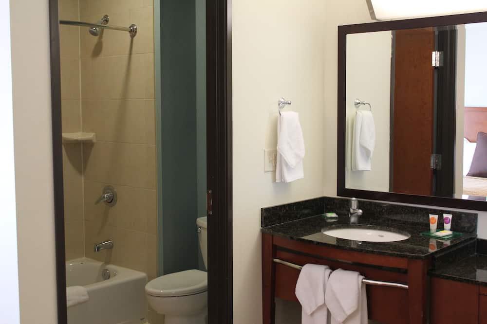 Szoba, 1 king (extra méretű) franciaágy (High Floor) - Fürdőszoba