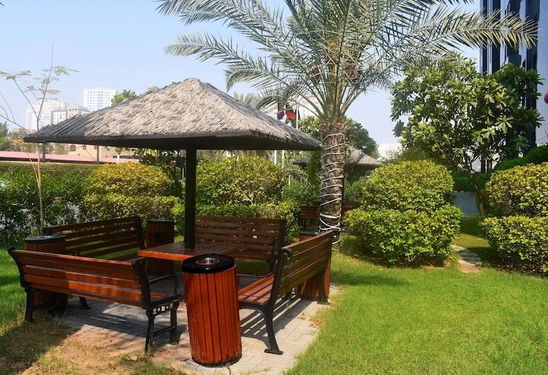 Ramada Hotel & Suites by Wyndham Ajman, Ajman, Garden