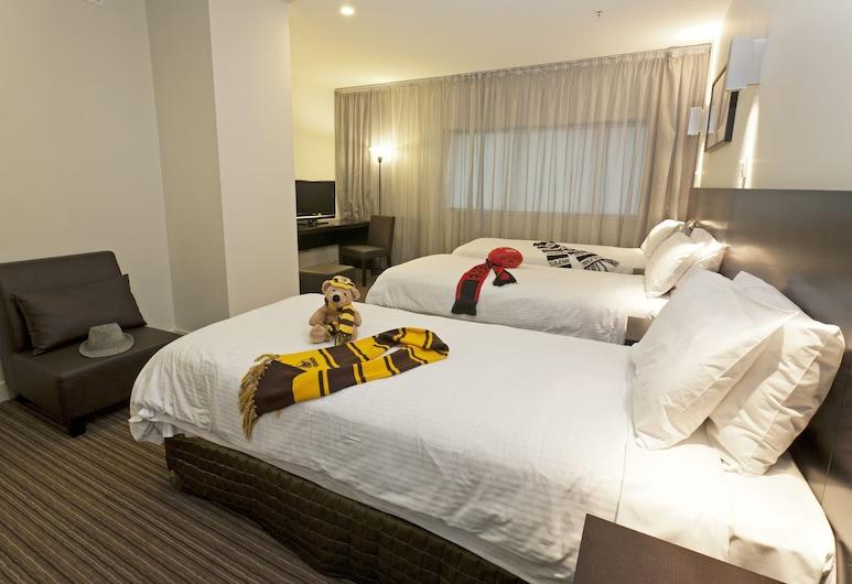 Causeway 353 Hotel, Melbourne, Deluxe Triple Room, Guest Room