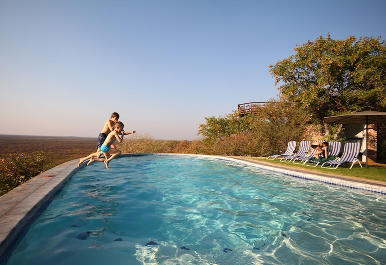 Etosha Safari Lodge, Okaukuejo, Piscina