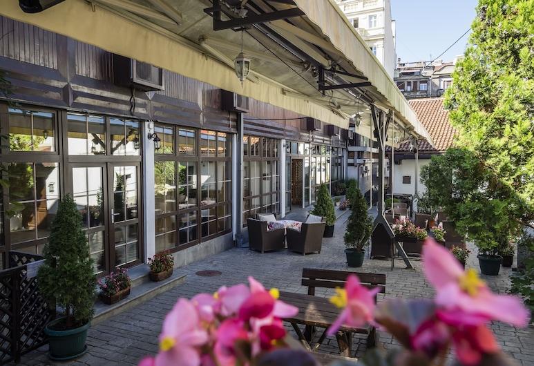 Garni Hotel Le Petit Piaf, Belgrado, Jardín