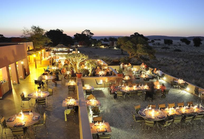 Sossusvlei Lodge, ססריים, ארוחה בחוץ