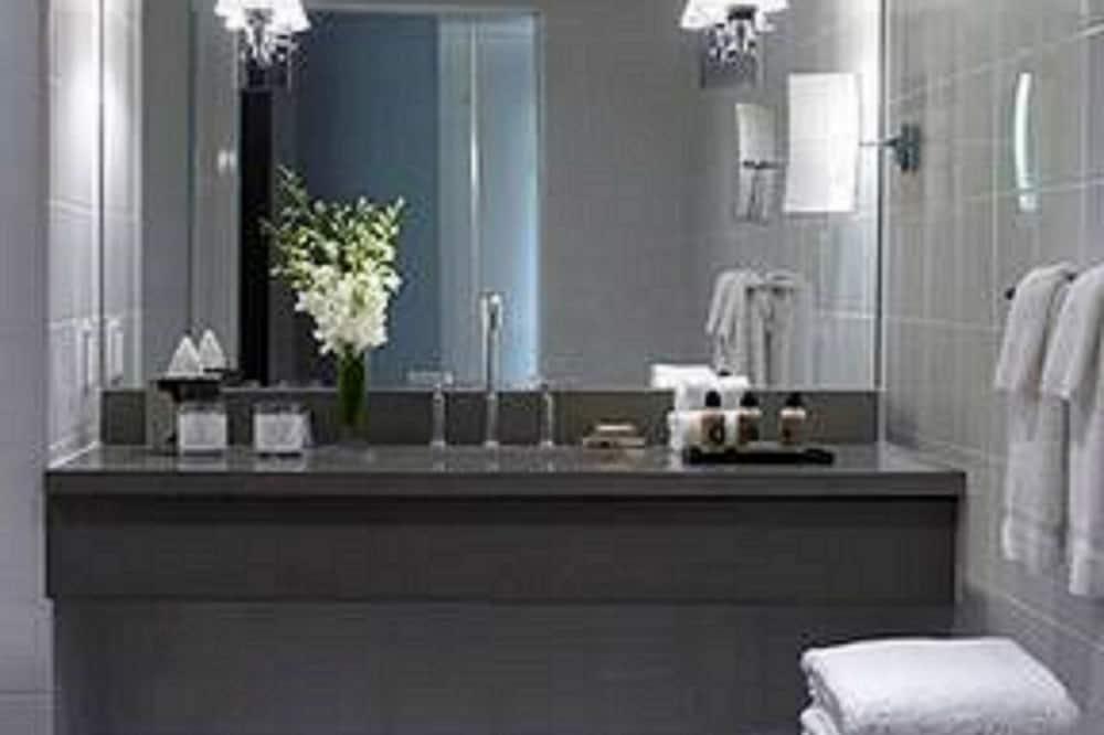 Suite - 1 kingsize-seng - terrasse (Lorien) - Badeværelse