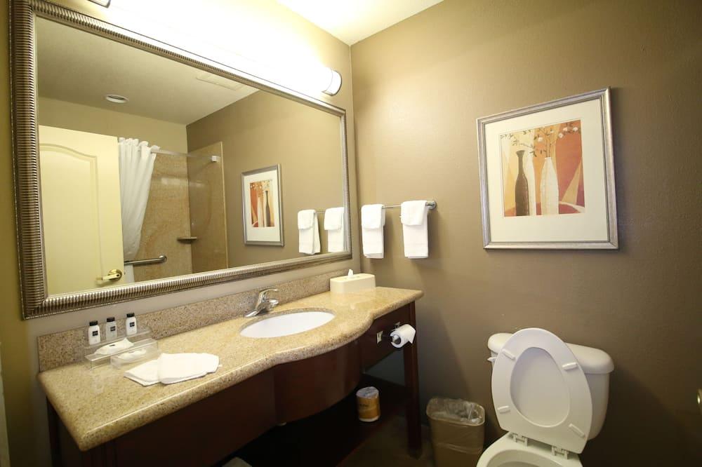 Room, 2 Queen Beds, Non Smoking (1 bedroom) - Bathroom