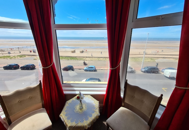 Crystals on The Prom, Blackpool, Double Room, Sea View (French Baroque), Guest Room