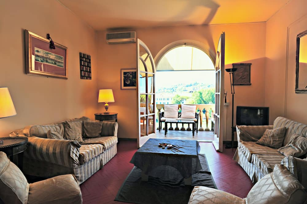 Apartment, 2 Bedrooms, River View (View on the River) - Living Area