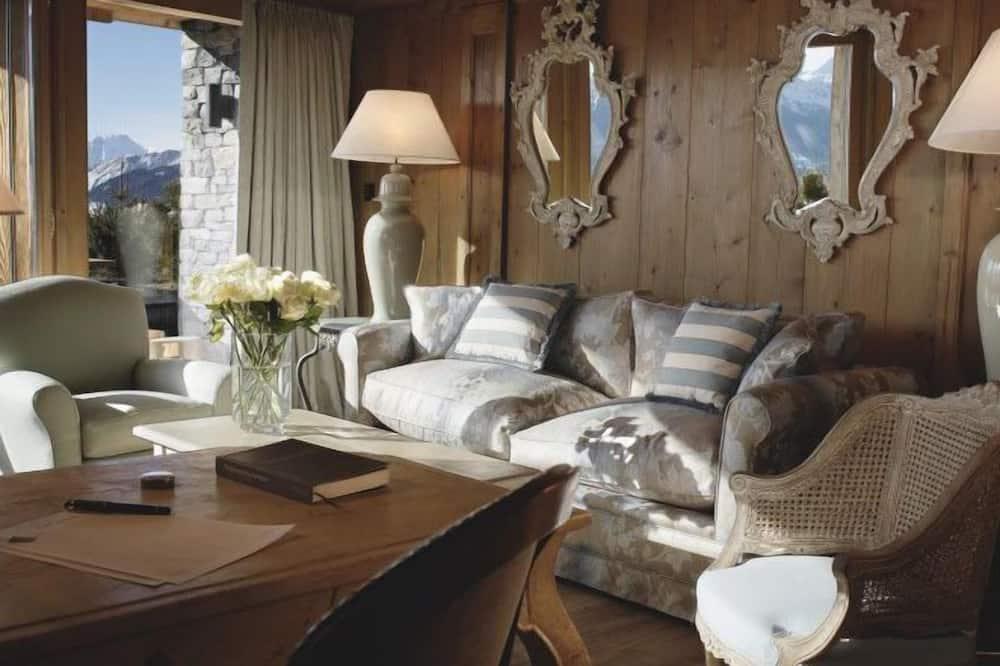 Junior Suite, Bathtub, Mountain View - Living Area