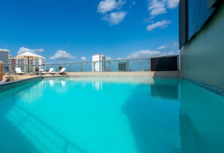 阿維尼達飯店, 馬布多, 游泳池