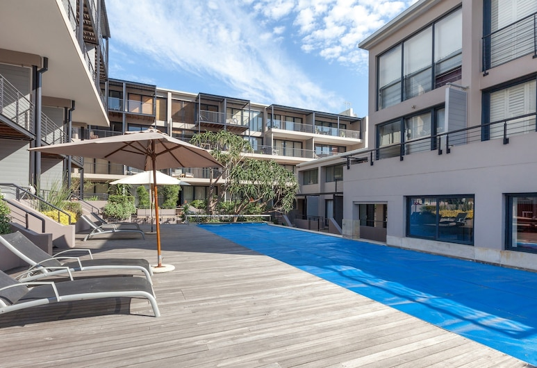 Adderley Terraces J10 by CTHA, Cape Town