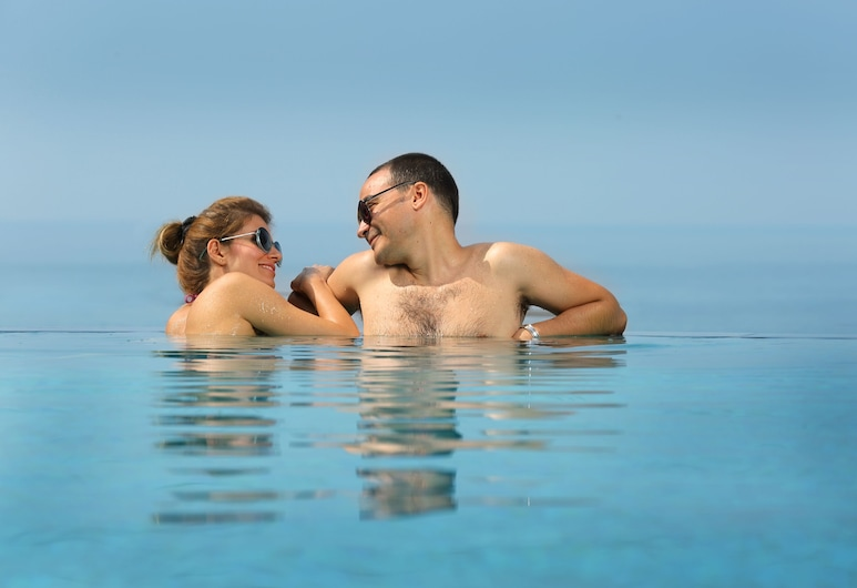 The Quilon Beach Hotel and Convention Center, Quilon, Outdoor Pool