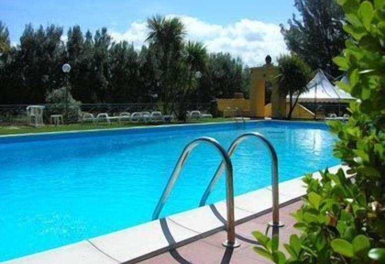 فندق فيلا ريتا, كاباتشو بايستوم, حمّام سباحة خارجي