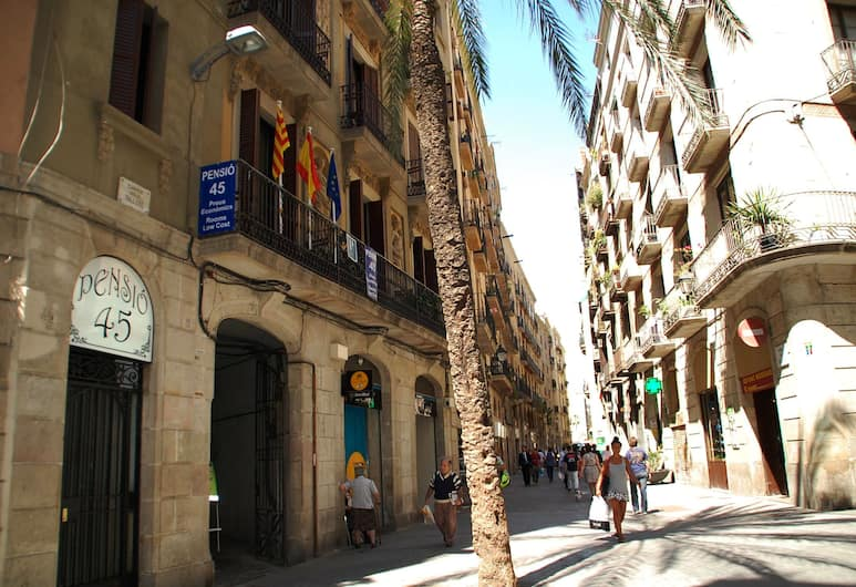 Pensión 45, Barcelona