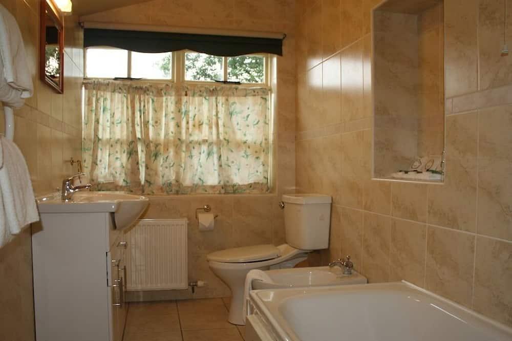 Люкс, смежные ванная комната и спальня (Cottage Style Coach House) - Ванная комната