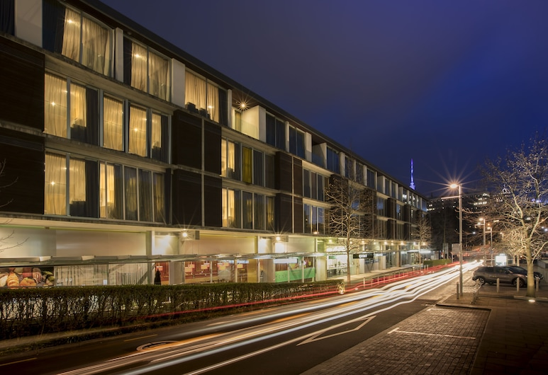 Quest Carlaw Park, Auckland, Hotel Front – Evening/Night