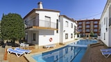 Choose This 3 Star Hotel In Torroella de Montgri