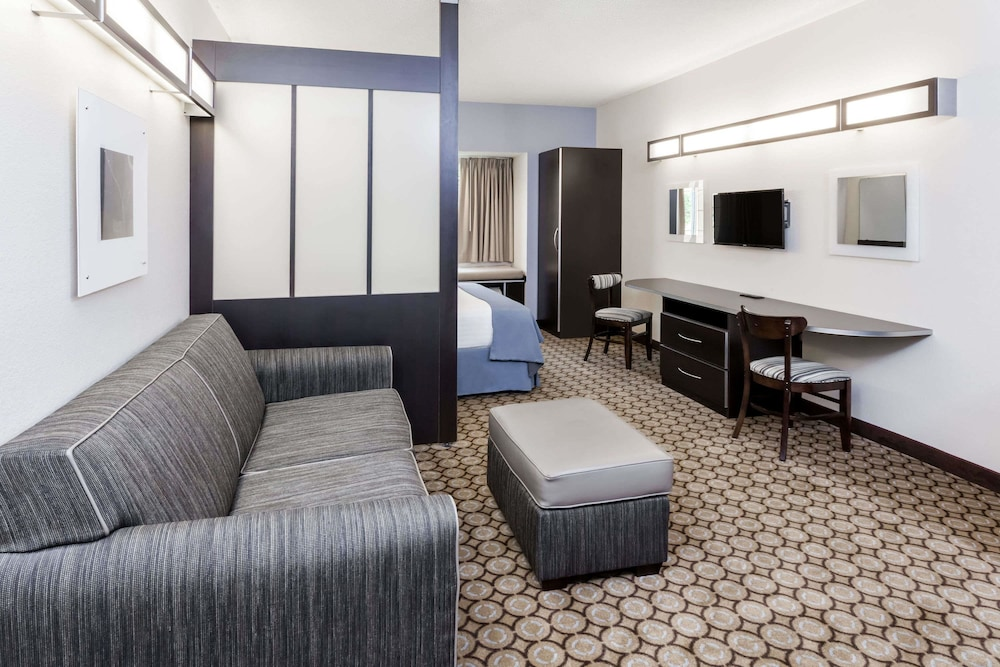 Microtel Inn Suites By Wyndham Elkhart Suite 1 Queen Bed