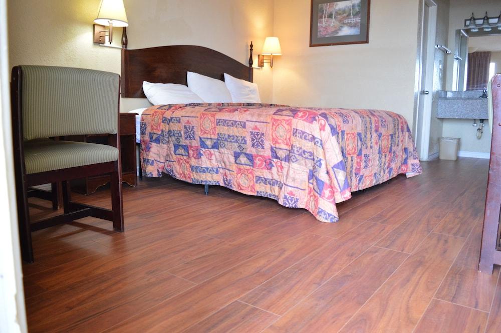 Book Knights Inn Greenville in Greenville | Hotels.com