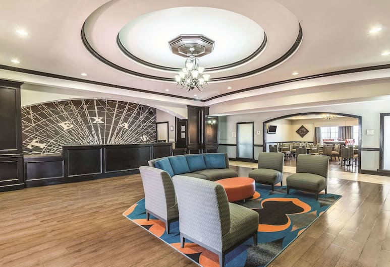 La Quinta Inn & Suites by Wyndham Fort Worth - Lake Worth, פורט וורת', לובי
