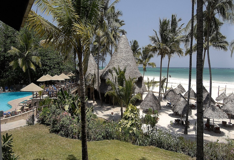 Pinewood Beach Resort and Spa, Diani Beach, Strand