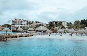 Φωτογραφία του Kontiki Beach Resort Curaçao, Βίλλεμσταντ