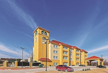 Picture of La Quinta Inn & Suites Fort Worth Eastchase in Fort Worth