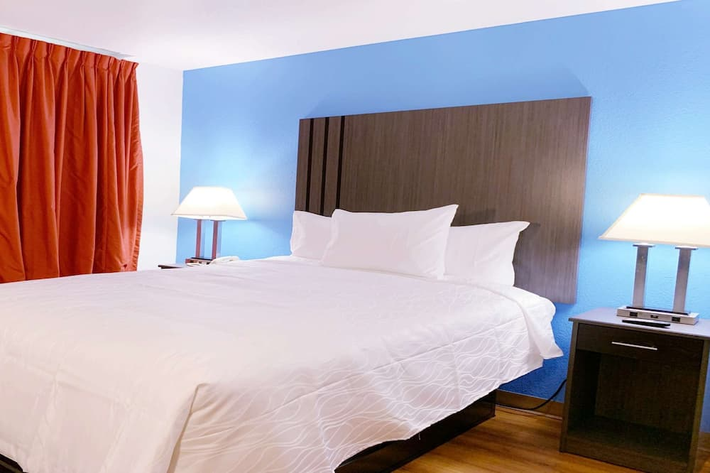 Standard Room, 1 Queen Bed, Non Smoking, Refrigerator & Microwave - Guest Room