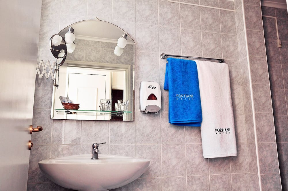 Double or Twin Room, City View - Bathroom