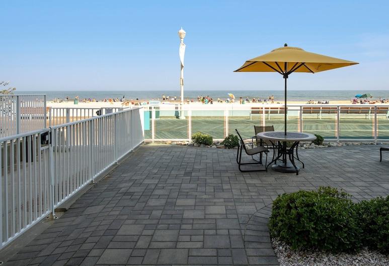 Courtyard Ocean City Oceanfront, Ocean City, Room, 1 King Bed, View, Oceanfront, Guest Room