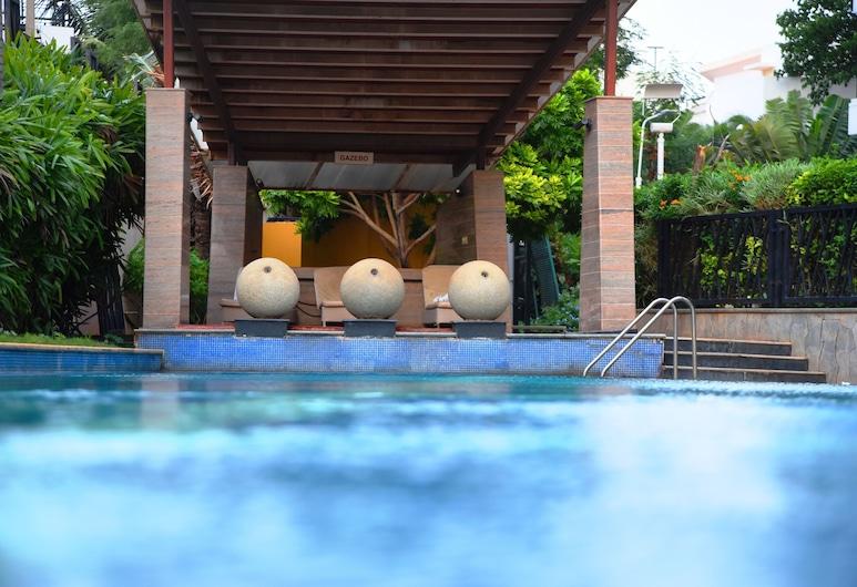 Royal Orchid Suites, Bengaluru, Utomhuspool