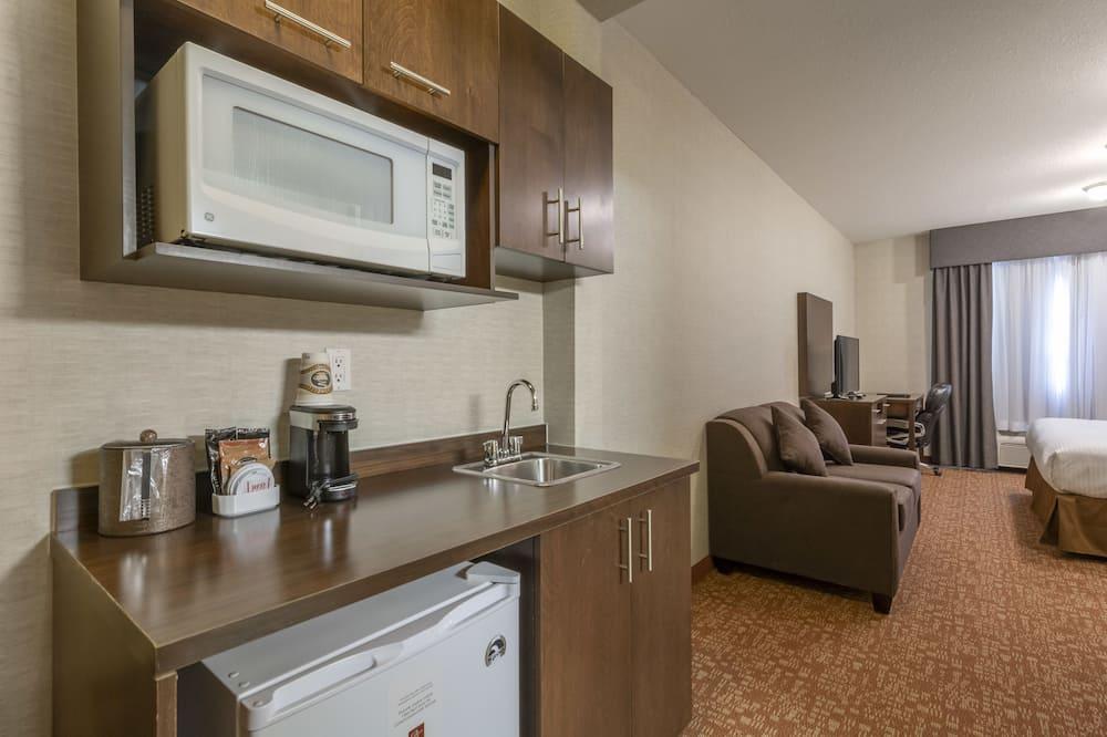Standartinio tipo kambarys, 1 labai didelė dvigulė lova, virtuvė, keli vaizdai - Svetainės zona