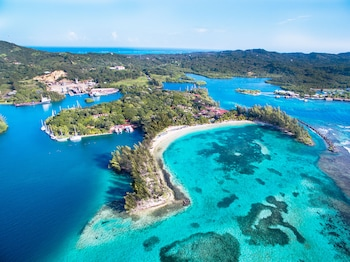 A(z) Fantasy Island Beach Resort, Dive and Marina All Inclusive hotel fényképe itt: Roatan