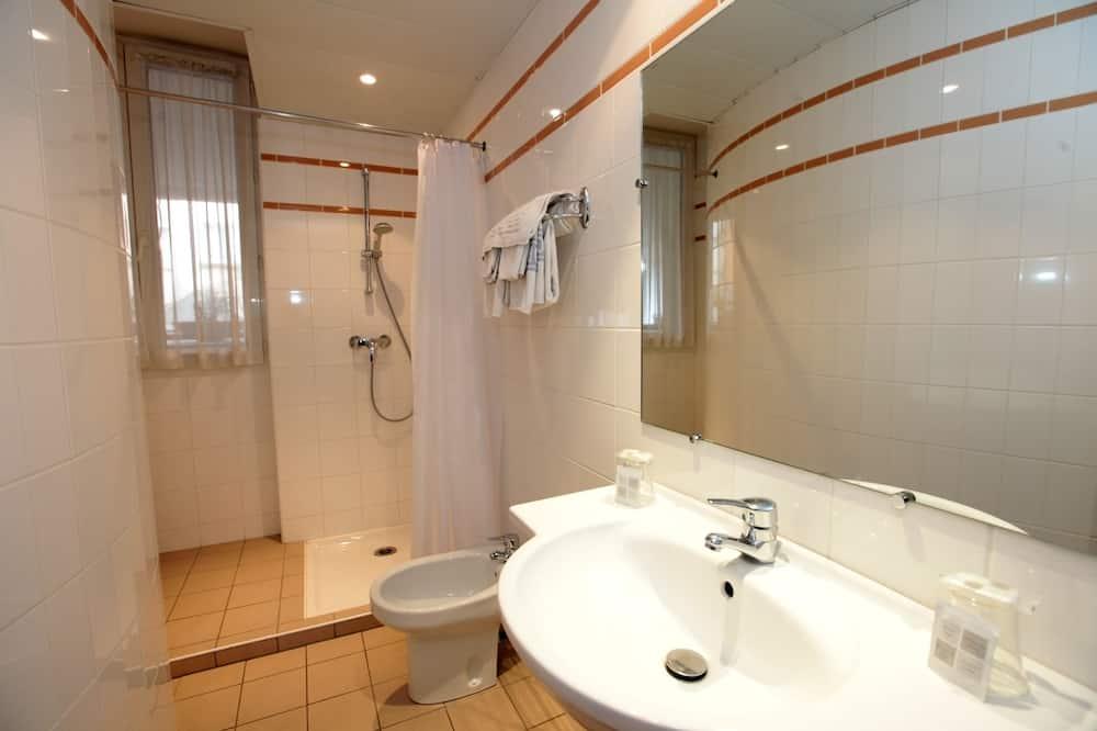 Triple Room - Badezimmer