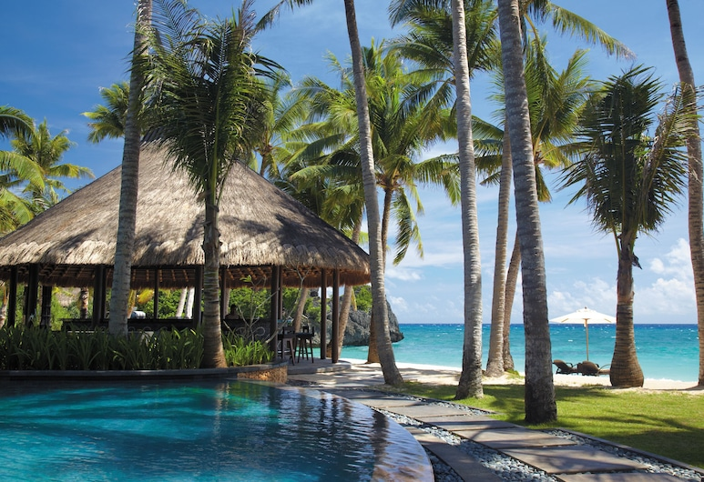 Shangri-La's Boracay Resort and Spa, Boracay Island, Poolside Bar