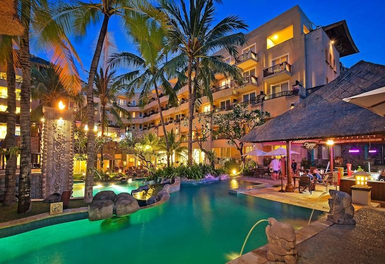 Kuta Paradiso Hotel, Kuta, Poolbar