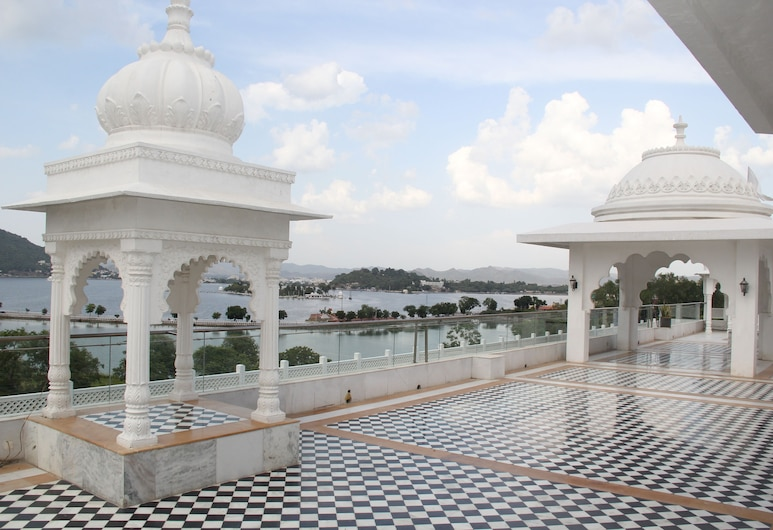 Radisson Blu Udaipur Palace Resort & Spa, Udaipur, Suite Premium, 1 cama King size, Terraza o patio