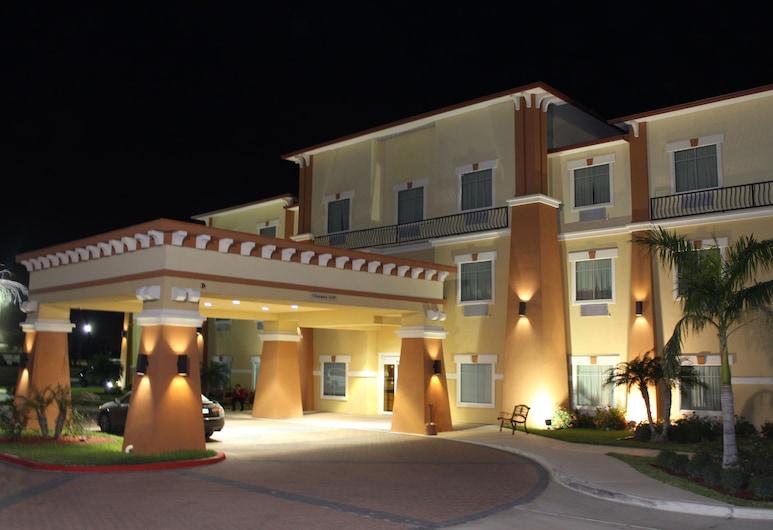 Super 8 by Wyndham Hidalgo/McAllen Area, Hidalgo, Hotel Front – Evening/Night