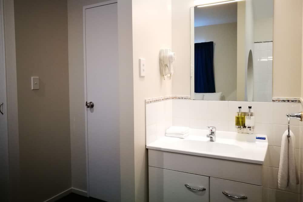 Standard Suite, 1 Bedroom, Non Smoking, Kitchenette - Bathroom