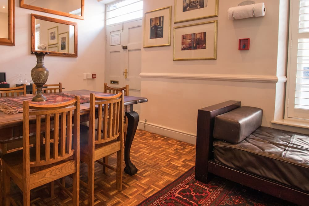 Premier Double Room, 1 King Bed - Living Area