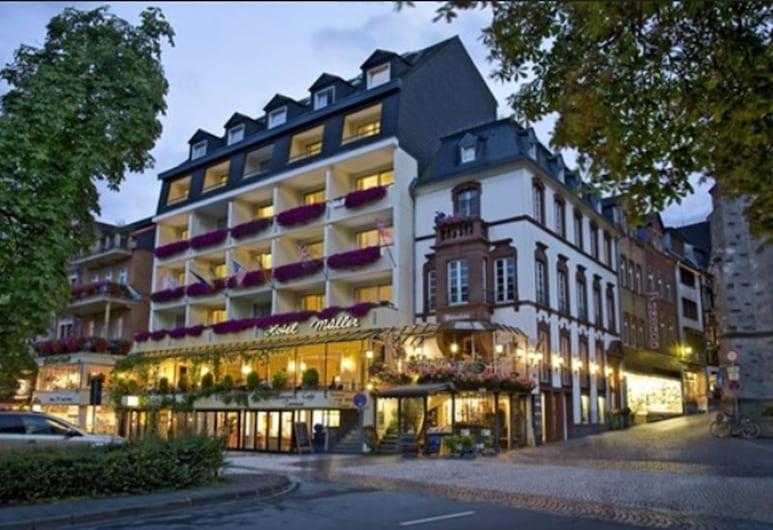 Hotel Karl Müller, Cochem, Entrada del hotel (tarde o noche)