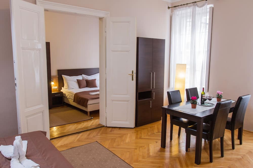 Apartamentai su pagrindiniais patogumais, 2 miegamieji - Svetainės zona