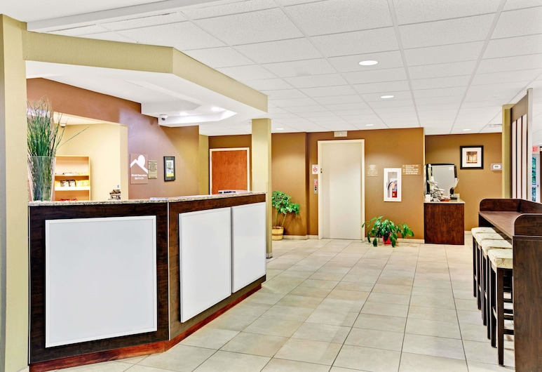 Microtel Inn & Suites by Wyndham Bryson City, Bryson City, Lobby