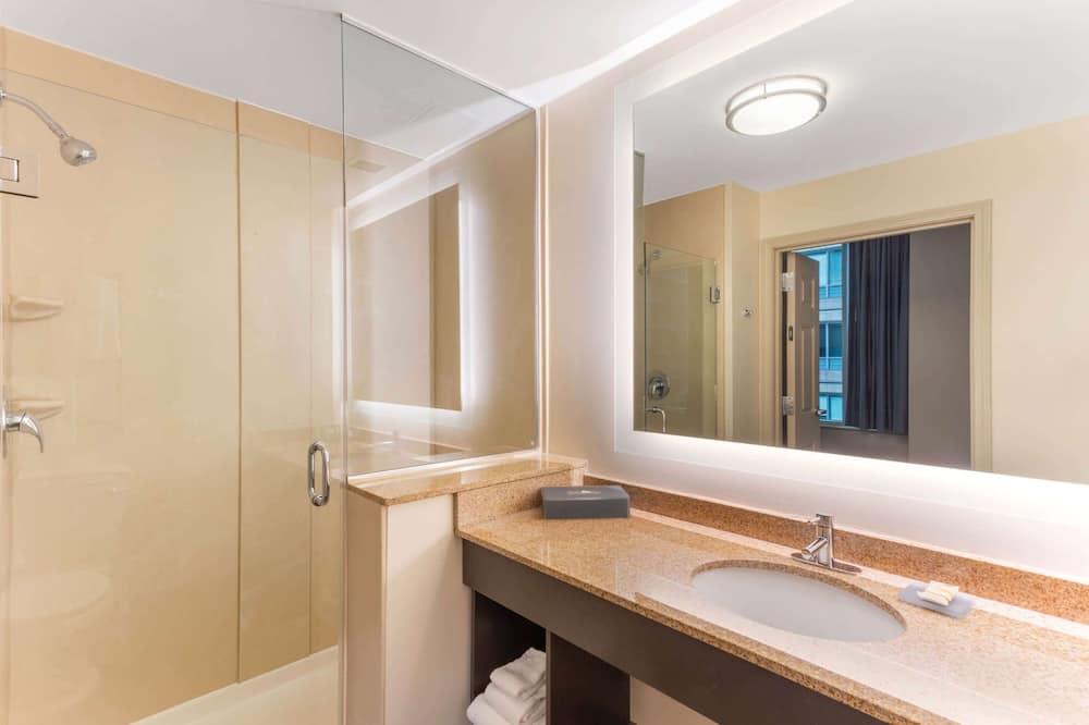 Izba, 2 veľké dvojlôžka, nefajčiarska izba - Kúpeľňa