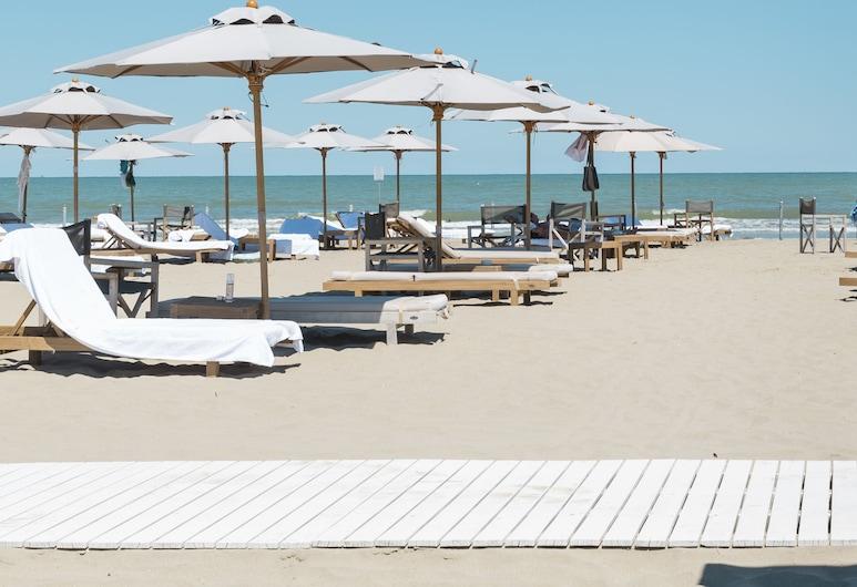 มาเรปิเนตารีสอร์ท, เซอร์เวีย, ชายหาด