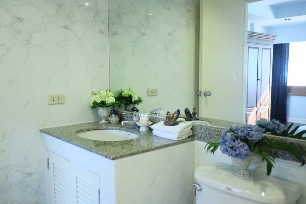 Grand Deluxe Twin  - Bathroom Sink