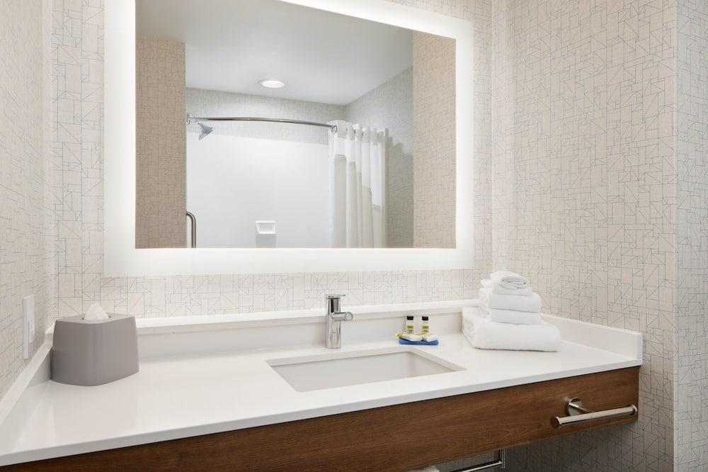 Suite, 1 king size krevet, pristup za osobe s invalidnošću (Additional Living Area, Mobility Tub) - Kupaonica