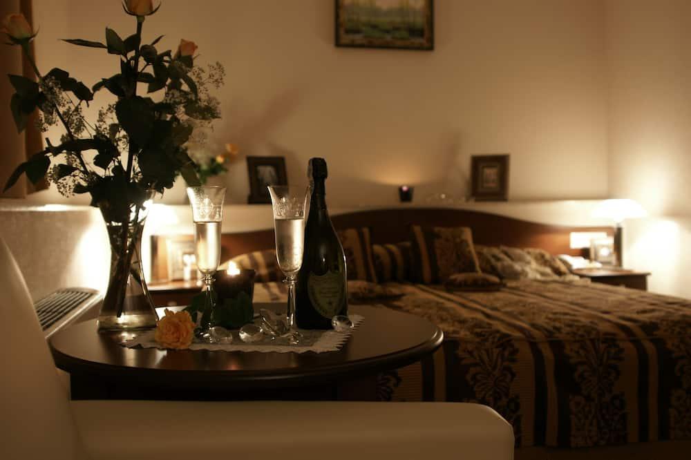جناح جونيور - تناول الطعام داخل الغرفة