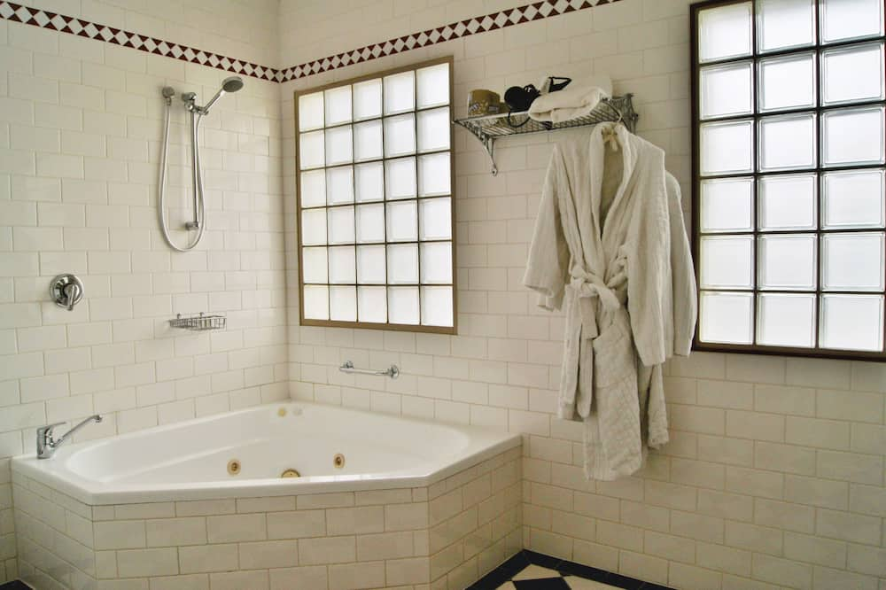Exclusive Suite, Jetted Tub (Fire Engine) - Bathroom